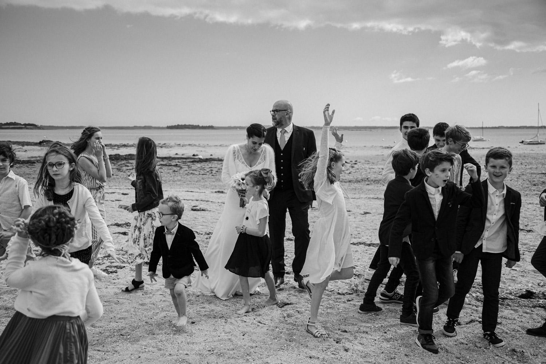 Mariage-breton-Vannes-Porzh-Kerviche-groupe-plage